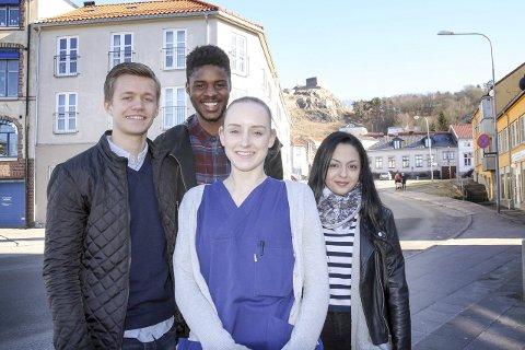 Kreftkampen: Magnus Henriksen Solstrand (t.v.), Erik Cihiluka og Basak Helgesen oppfordrer til å gi penger til kreftsaken. Deres medelev Tonia Pettersen (foran) fikk kreft da hun var 15, men er nå frisk.