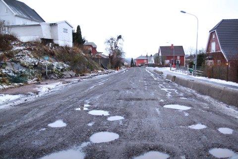 Slik Så Flatland ut lenge. Kommunen fylte igjen hullene, men det hjalp lite.