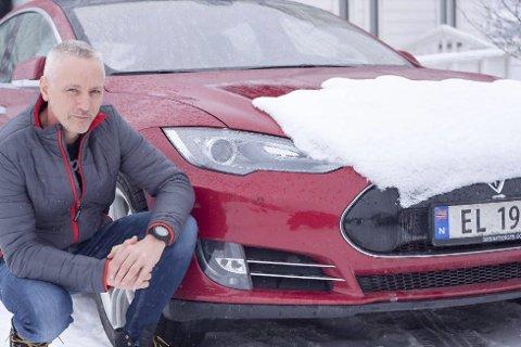 PÅSKETUR MED TESLA: Tor Magnus Fagermo tok en aldri så liten svipptur fra Halden til Narvik i elbil.