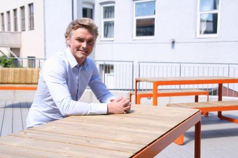 """Dan Mario Røian fyller 26 år i oktober, er daglig leder og gründer i Halden-bedriften Grønn Jobb, og 16. juni kan han utropes til årets """"Helt sjef""""-prisvinner."""