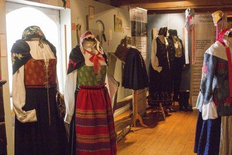 Vandreutstilling: Utstillingen om Østfolds Vakre Bunader blir stående på festningen til og med 9. august.