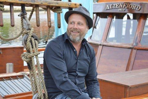Skovrand & saltvann: Sommerferien ble innledet og avsluttet at konserter med Pärs Polare, Vreeswijk-bandet. I høst blir det fokus på egne sanger igjen for halden-sanger/låtskriveren. foto:tom skjeklesæther