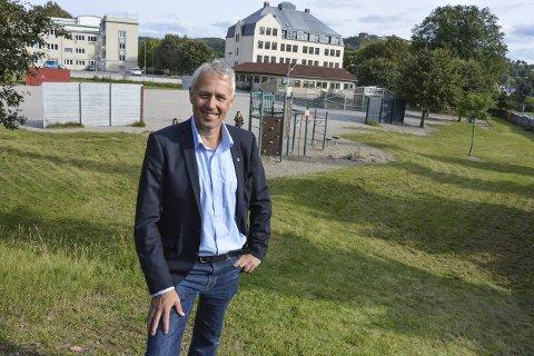– Bør ligge her: Eirik Milde vil ha storhall her på Os, i forbindelse med byggingen av en ny storskole fra 1. til 10. trinn.foto: kristian bjørneby