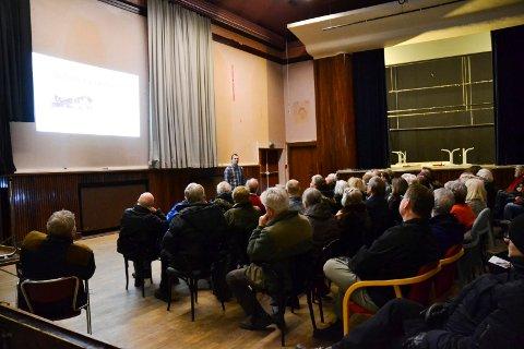 BRA OPPMØTE: Rundt 80-90 mennesker var til stede i Arbeidersamfundet under Fortidsminneforeningen Halden og Foreningen Haldens Minders møte «Suhrke i Samfundet».