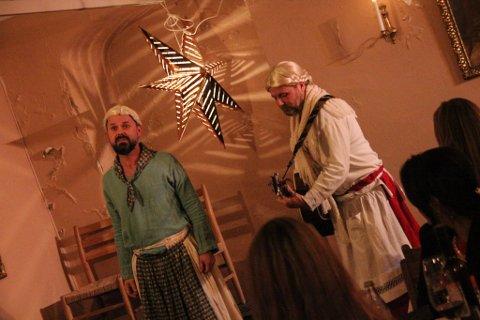 """Lokale julestjerner: Dag Brandth og Frank Skovrand var ordentlige """"julestjerner"""" på julebordet."""