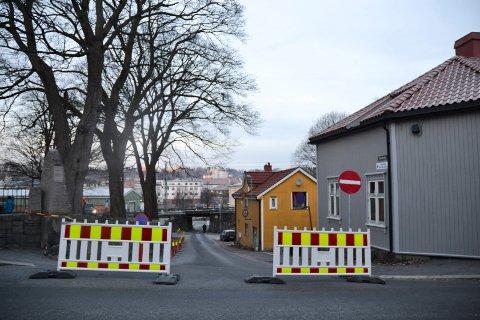 STENGT: Elvestredet er stengt fram til 2. desember på grunn av trefelling og -pleie ved Immanuels kirke.