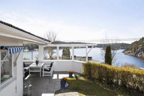 IDYLL I SPONVIKA:  Denne sommerdrømmen i Sponvika kan bli din for 3.950.000