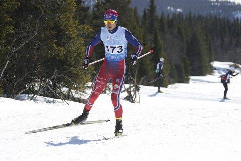 MØTTE DE BESTE: Petter Stokkeland i fint driv under fredagens 10 km fri teknikk, under ski-NM på Beitostølen. Begge foto: Erik Borg