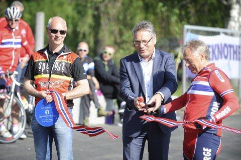 Beklager: Harald Tiedemann Hansen (til høyre) under åpningen av velodromen på Ystehede i mai.