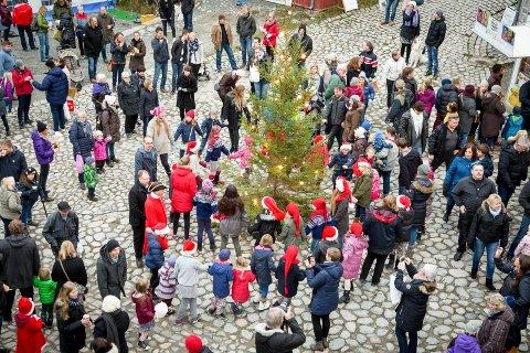 FOLKSOMT: Haldensere og tilreisende pleier å strømme til festningen vår når det er julemarked. Arkiv.