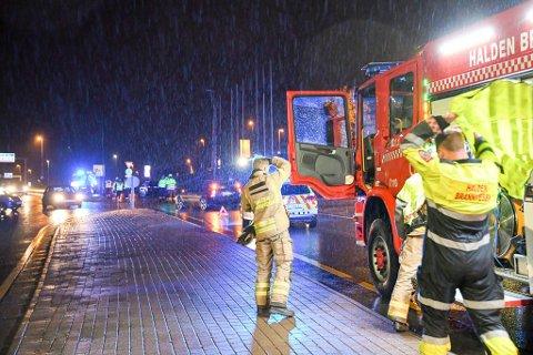 Alle nødetatene rykket ut etter melding om en trafikkulykke ved Svinesundsparken lørdag ettermiddag.