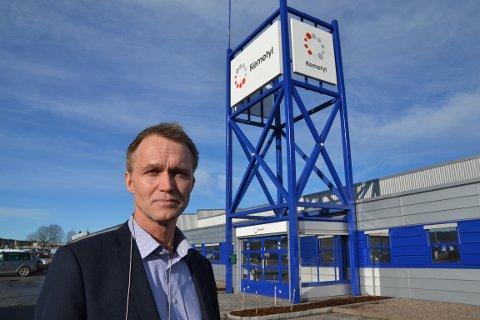 INFORMERTE: Ola Tengroth, administrerende direktør for Kemetyl Gruppen, var i dag i Halden for å informere de ansatte om nedleggelsen av fabrikken.