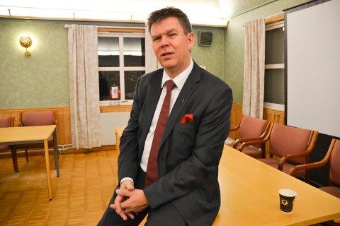 MÅ HA NY RÅDMANN: Ordfører Geir Aarbu og Aremark kommune skal nå ansette en ny ådmann etter at Jon Fredrik Olsen trer over i pensjonistenes rekker.