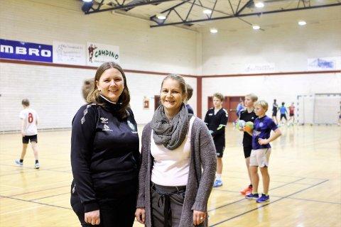 Therese Halstvedt (tv), leder i TTIF Håndball, her sammen med nestleder Cathrine Antonsen.