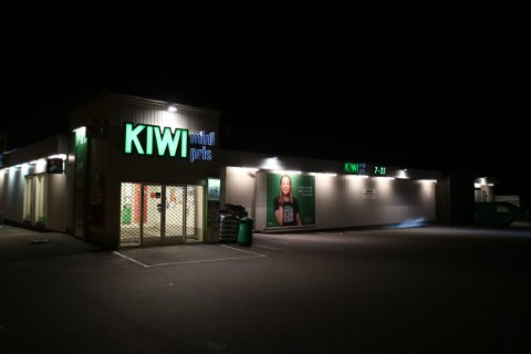 SLÅTT NED: Det var ved Kiwi Iddeveien en mann i 20-årene ble påført alvorlige skade etter å ha blitt slått ned