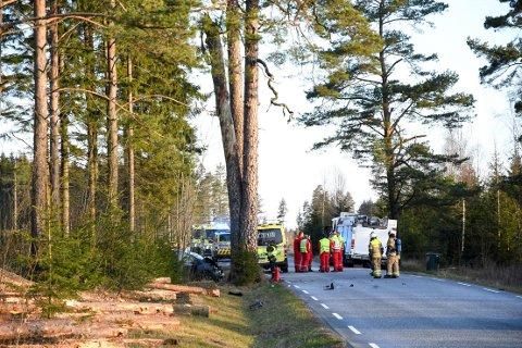 En mann i 40-årene omkom etter en alvorlig ulykke på Rokkeveien lørdag morgen.