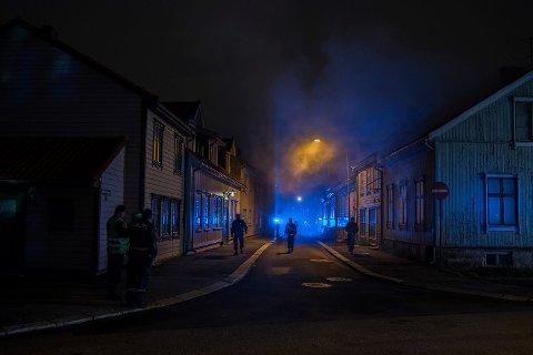 Store mannskaper har i natt jobbet i Halden. (FOTO: David Engmo)