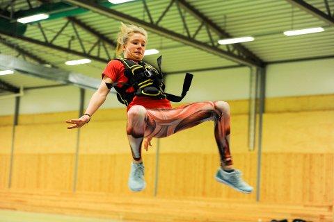 BEST: Henriette Jæger fra Aremark dominerer i sin årsklasse - og det i flere friidrettsøvelser. Her fra en trening i Aremarkhallen tidligere i år.