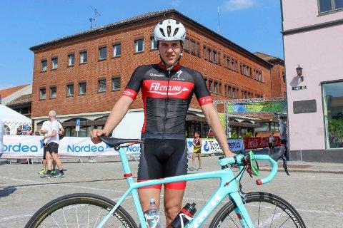 IKKE  FORNØYD: Emil Liaklev fra Halden har deltatt i NM i sykling, i fellesstart junior.