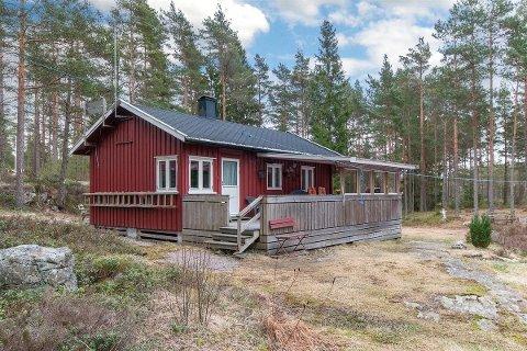 BILLIGST: Denne hytta i Enningdalen kan bli din for 350.000 kroner.
