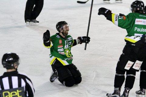 Fredrik Olsson var en av de store heltene da Comet sikret kvalspill i vinter. Her fra den minneverdige hjemmekampen mot Narvik (7-3), da Olsson banket inn hele fire scoringer.