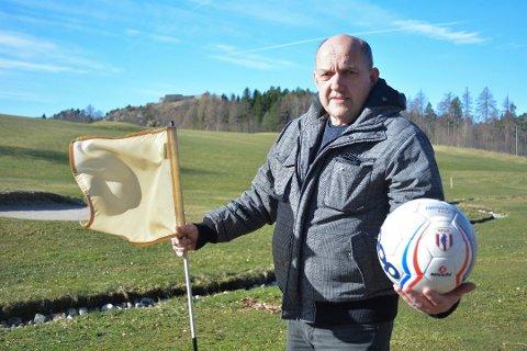 LEGGES NED: Kåre Thorvaldsen og Halden Golfklubb legger ned fotballgolfen på Fredriksten.