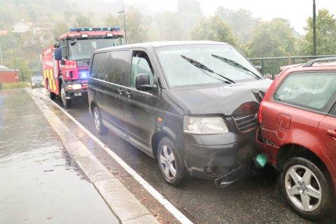 UKJENT SJÅFØR: Det var sjåføren av denne Volkswagen Transporteren som stakk fra stedet etter å ha forårsaket en kjedekollisjon på Vaterland bru i august.