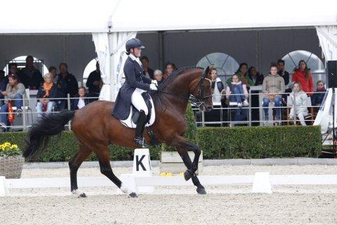 NM-GULL: Helena Liholt Gulli vant sitt tredje strake NM-gull i dressur i klasse Young Rider.