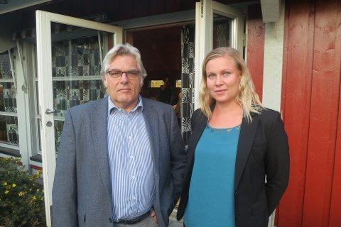 REAGERER: Per-Ivar Thomasrud er en av dem som har reagert kraftig på sjokkregningen. Her står han sammen med advokat Marion E. Nordenhaug, som representerer en rekke av de berørte.