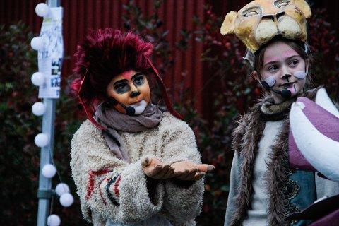 LØVENES KONGE: Veslefrikk Teaterverksted setter opp musikalen Løvenes konge til høsten. Under årets Elvelangs viste de fram et utsnitt av forestillingen.