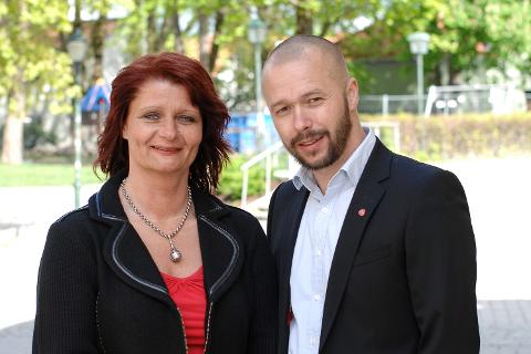 BEKLAGER: – Jeg synes det er sterkt beklagelig at Arve Sigmundstad (th) har trukket seg, sier partileder Kirsti Brække Myrli i Halden Arbeiderparti. Arkiv.