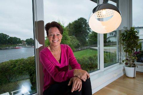 – HAR VÆRT HELDIG: Line Henriette Holten Hjemdal takker velgerne for at hun tre ganger på rad har fått Østfolds utjevningsmandat på Stortinget. Nå har hun satt inn giret for å klare det for fjerde gang 11. september.