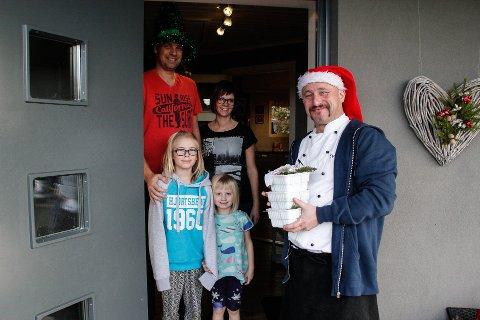 GAVMILD: Kokken Haakon Selmer-Olsen kjørte i fjor hjem til folk med gratis julesaus. Arkiv.