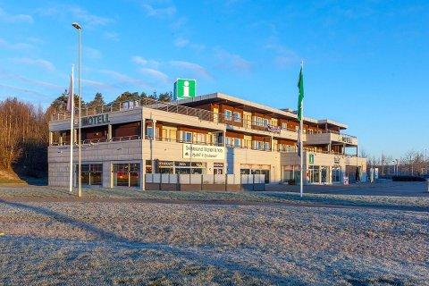 FÅR NY EIER: Motellbygget på Svinesundparken har fått ny eier.