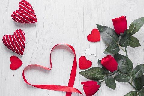 TRADISJONER: Mange ønsker å gi sin kjære en ektra oppmerksomhet i anledning valentinsdagen.