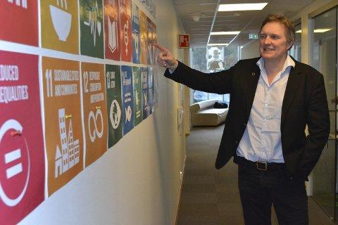 Bærekraft: Vi forankrer våre prosjekter i ett av FNs 17 bærekraftsmål, sier adm.dir. Knut Johansen ved E-smart. 60-åringen føler seg ikke akterutseilt i vår digitaliserte hverdag. Tvert imot vil han være med på å forske fram mer avansert teknologi.