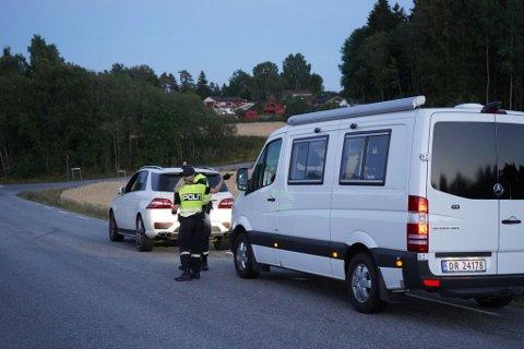 POLITIJAKT: Politiet søkte i Berg.