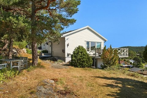 POPULÆR: Over 100 personer dukket opp på visning da denne hytta i Svalerødkilen ble lagt ut for salg.