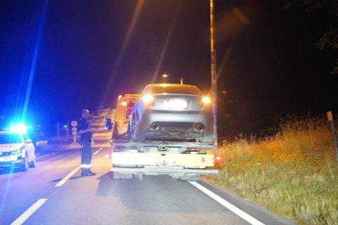 FRAKTET BORT: Politiet fikk forholdsvis raskt kontroll på bilene som hadde stukket fra tollen.