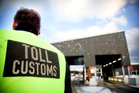 TOLL: Tollvesenet med kontroll på Svinesund Tollsted - selve hovedinnfartsporten til Norge.