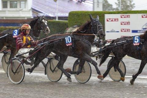 FIRE HESTER: Jeksa var en av fire hester Jan Roar Mjølnerød stilte til start med på Bjerke.