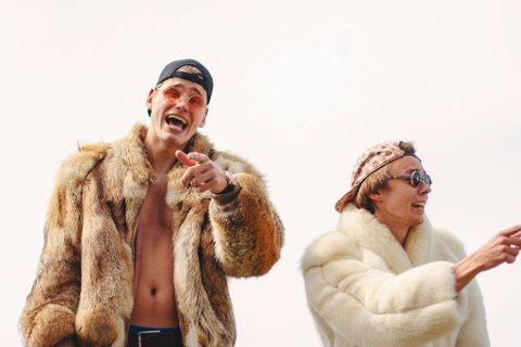 FRA HALDEN: Yung Potato (Ole Botten og Kjell Vidar Gundersen) er en kunstnerisk artistduo som lager hiphop-basert partymusikk. Gruppa starta som en solo og ble omdannet til en duo i april 2019. De hadde stor suksess med låta «Gutta».
