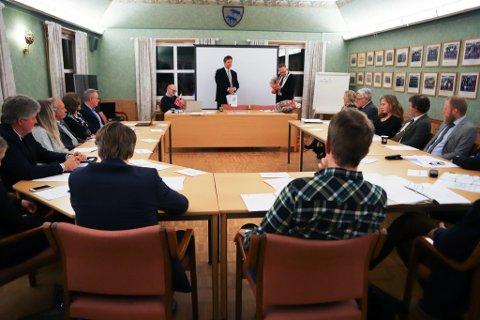 SAMLET: Førstkommende torsdag var det nye kommunestyret i Aremark samlet for første gang. Da ble politikerlønninger et tema.