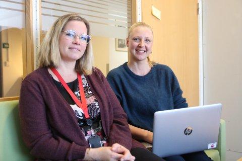 Line Spolén Nilsen (t.v) og Linn Hanne Bjerén i NAV Halden er veldig fornøyde med at de i løpet av få år har bidratt til at flere Halden-familier har fått en bedre hverdag.