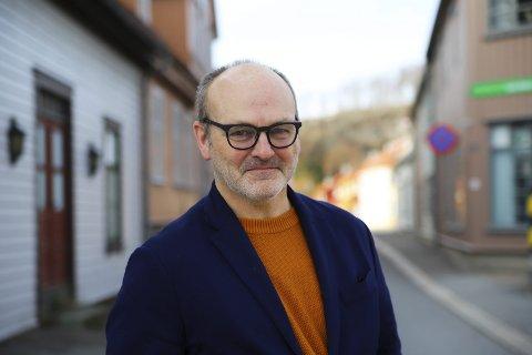 Stolt: Andreas Lervik er stolt over å ha fått jobben som rådmann i Aremark kommune og gleder seg stort til arbeidsoppgavene. Han har allerede skrevet budsjett for aller første gang. – Jeg har flinke folk rundt meg, sier han.FOTO: TRINE BAKKE EIDISSEN