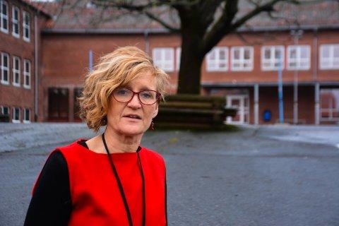VANSKELIG: Elisabeth Strengen Gundersen sier det er tøft å få avslag på jobbsøknadene.