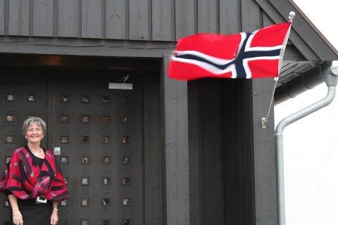 FIN VELKOMST: Berit Øksnes sin første gudstjeneste i Rokke Kirke ble godt tatt i mot.