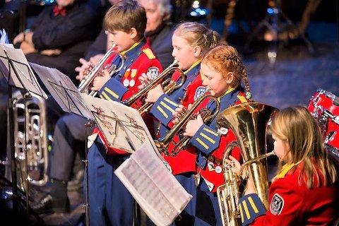 Her er noen av de yngste i Idd skolemusikkorps