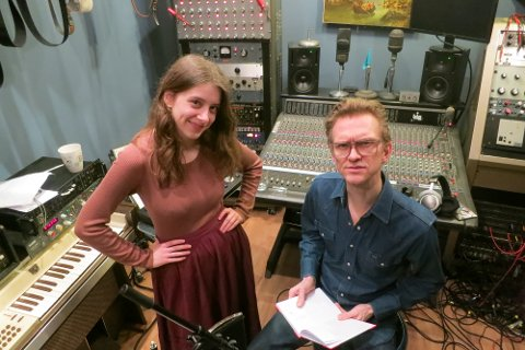 Monne Stang Møller sammen produsent Geir Sundstøl. I slutten av mars feirer Monne utgivelsen av plata hun og Geir har laget sammen.