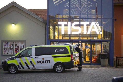 TATT FOR FLERE INNBRUDD: Haldenseren har blant annet stjålet varer fra flere butikker på Tista Senter i løpet av det siste drøye året. Dette bildet er tatt i en annen sammenheng.